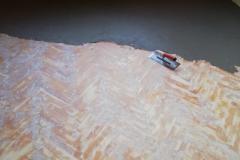Přelití parket nivelační stěrkou