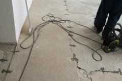 Šití pohyblivého betonu, vylití nivelační stěrky a pokládka PVC